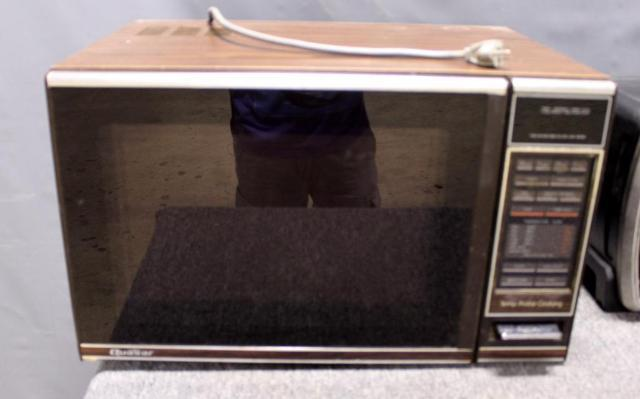 Under Counter Microwave For Easier Works: Quasar Microwave Oven