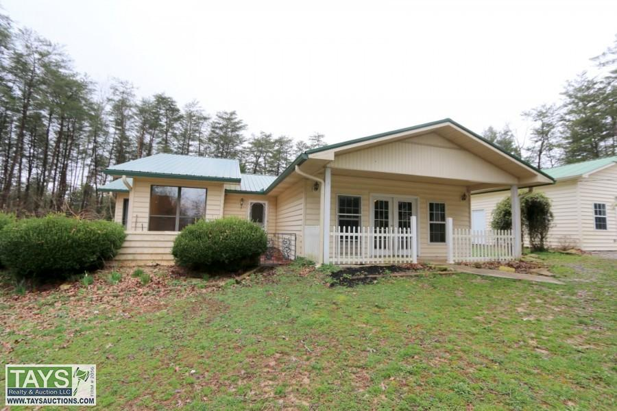 ABSOLUTE ONLINE AUCTION: 2 BR / 2 BA HOME WITH DETACHED GARAGE ON 5 AC± WITH POND