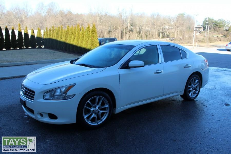 ABSOLUTE ONLINE AUCTION: 2010 NISSAN MAXIMA