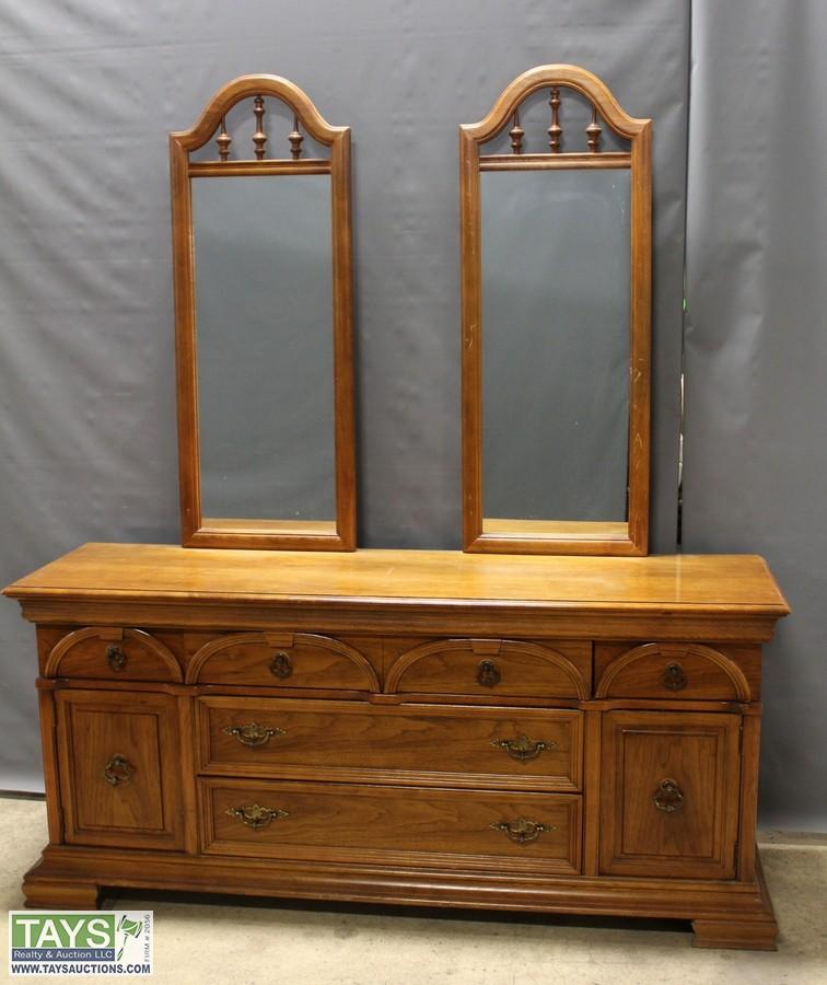 Superieur One Bassett Furniture Industries Inc. Dresser And Two Mirrors. U2039u203a